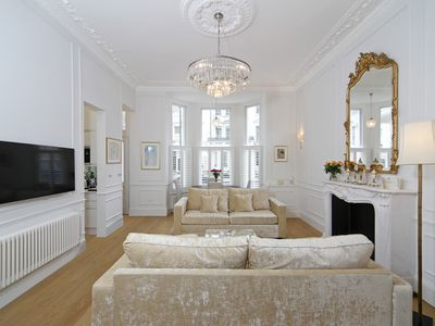 Photo for Luxurious 1BR Period Property in Kensington
