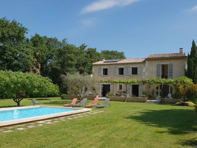 Photo for Superb mansion, private swimming pool, large grounds and superb view in Lubéron