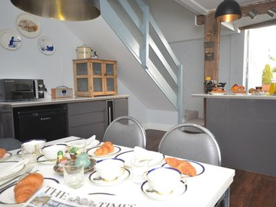 Kitchen/dining area ideal for family meals