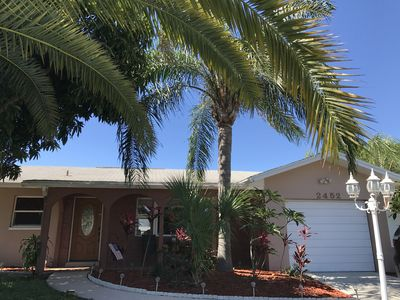 Beautiful, fully equipped pool home only 6 miles from Clearwater Beach!