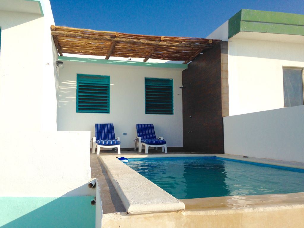 Beautiful beach front infinite pool 3 bedroom house for 3 bedroom house with pool