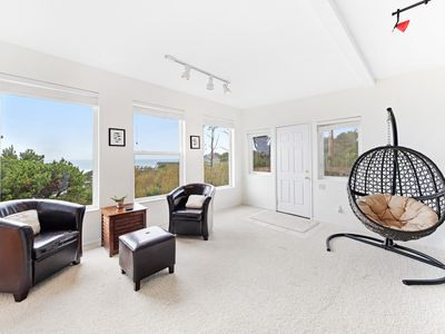 Photo for Bright, modern house w/ fireplace, entertainment & full kitchen - walk to beach!