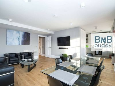 Photo for Torphichen Street 5* City Centre 2bed Apt