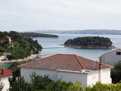 Photo for One bedroom apartment with terrace and sea view Banjol (Rab)