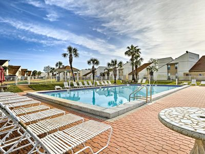 Photo for Panama City Beach Condo w/ Patio-Walk to Beach