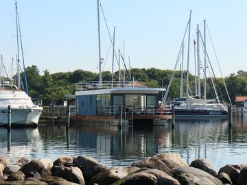 "Luxurious floating holiday home Flensburg Fjord / houseboat ""Fjordblik"""