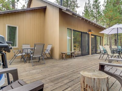 Photo for Cozy Sunriver cabin w/SHARC passes, shared pools/hot tub