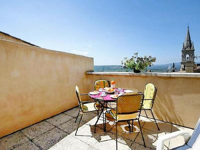 Photo for Holiday flat, Bonnieux
