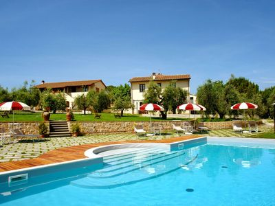 Photo for Nice apartment in villa for 5 guests with WIFI, pool, A/C, TV, pets allowed and parking