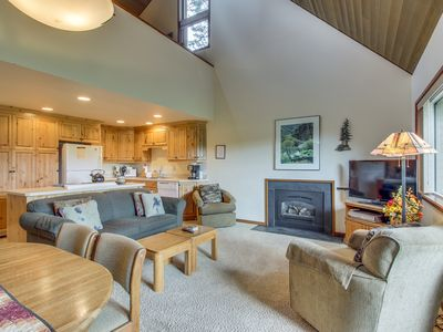 Photo for Cozy condo w/ golf course & views of Mt. Bachelor from the deck. SHARC passes!