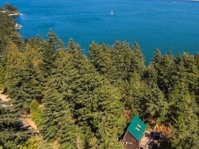 Photo for NEW! Family Cabin. Beach Access, Stunning Views & Fun Outdoor Adventure Zone