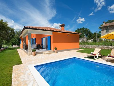 Photo for This 3-bedroom villa for up to 6 guests is located in Pula and has a private swimming pool, air-cond