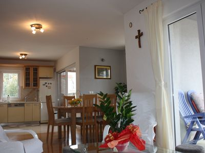 Photo for Comfortable double bedroom apartment near the beach