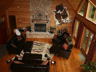 Secluded Romantic Log Cabin in Mohican Area - 24 acres woods - 1900 sq. ft