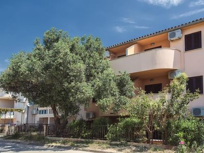 Photo for Apartment with one bedroom, air conditioning, WiFi, terrace and only 100 meters to the pebble beach
