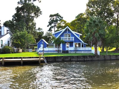 Photo for Cozy Lakefront Getaway On Lake Livingston.  No Pets Allowed