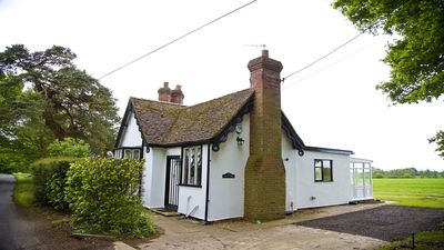 Photo for South Lodge historic Self-catering detached cottage with garden & parking & pets