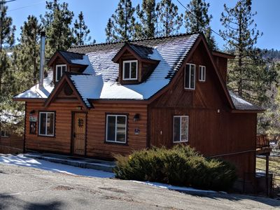 Luxurious Eagle Point Cabin,1 mile to Village, Hot Tub, Game Room, free WiFi