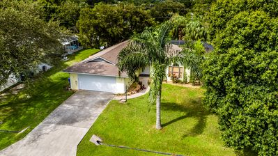 Photo for Large heated pool, pet-friendly, quiet and close to the beach and Indian River.