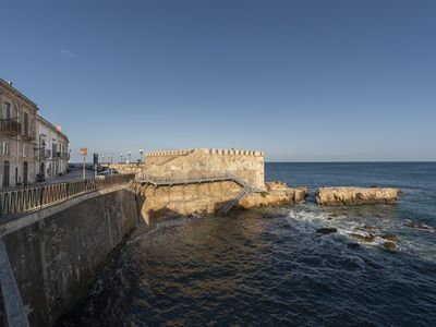 Photo for Super cozy Ortigia retreat. Steps from water