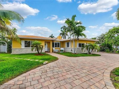 Photo for Fully Remodeled Luxury 4BR/3BA Home Steps From Private Beach