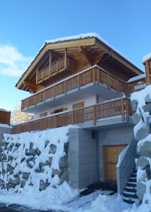 Photo for Luxurious chalet, ski-in/ski-out, next to the ski slope for 10 persons maximum. 5-room chalet (4 bed