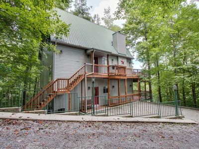 Large Cozy Modern Lake View Home With All Of The Amenities Your Family Needs