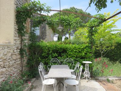 Photo for Luberon Between Gordes and Roussillon. Hamlet House 17th century (3 km from Joucas)