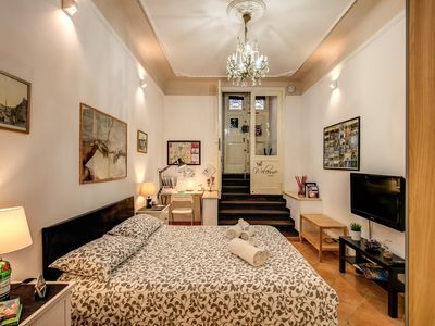 Photo for Central charming apartment for couples - Close to subway - WiFi & Chromecast