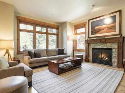 Photo for Modern 2-bedroom condo with luxury decor on Sierra Star Golf Course — walk to town.