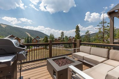 View deck with gas firepit and grill