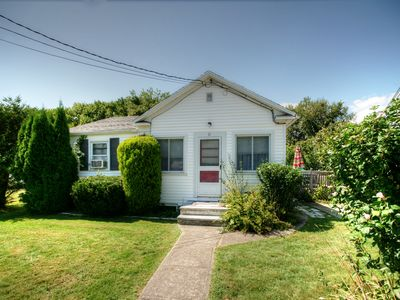 Photo for Cozy cottage in Narragansett
