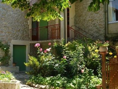 Photo for Rent apartment in Provencal farmhouse in the countryside (laurel)