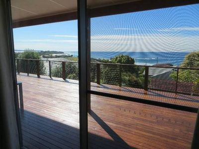Photo for Top Deck Caves Beach - Stunning views, walk beach