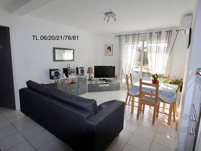 Photo for Cozy air-conditioned apartment in residential area 200m from the beach