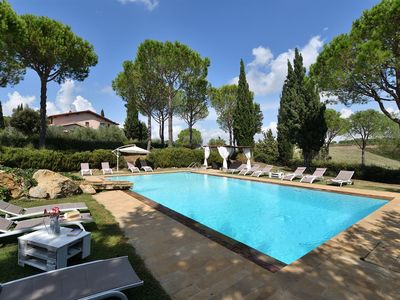 Photo for Spacious Villa Val Delle Vigne apartment in Grosseto with WiFi, air conditioning, private parking, …