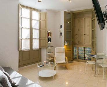 Photo for Very bright apartment in the historic center - MALAMA B2