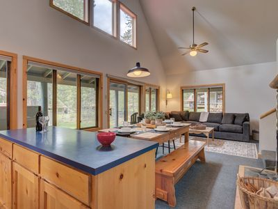 Photo for A Sunriver cottage that's beautiful, bright & relaxing with a community pool!