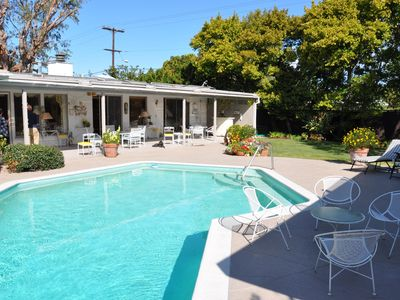 Private Retreat w/Pool+Lush Yard. Main+Guest House. Bikes for Beach+Bay. Pets ok