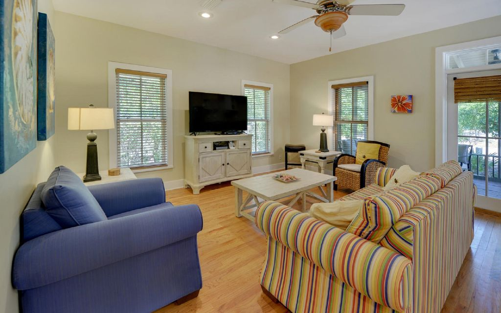 Beautiful 3 Bedroom Home Near Seaside and the Beach, Free Wifi from $105/nt