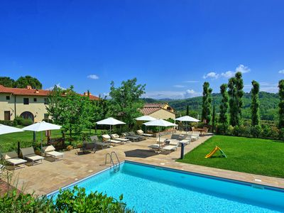 Photo for Cosy apartment for 4 guests with pool, WIFI, A/C, TV, pets allowed, panoramic view and parking