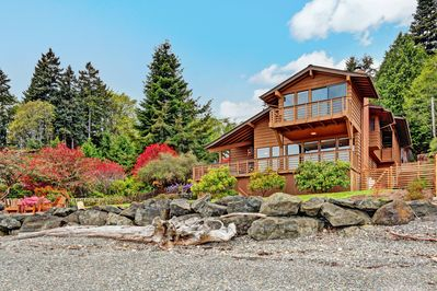 You are just steps away from Puget Sound and wonderful views of Seattle.