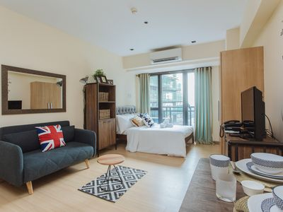 Photo for Luxurious residence Near Central Makati