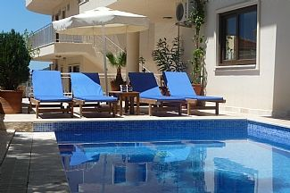Tranquil location but only minutes from shops/bars
