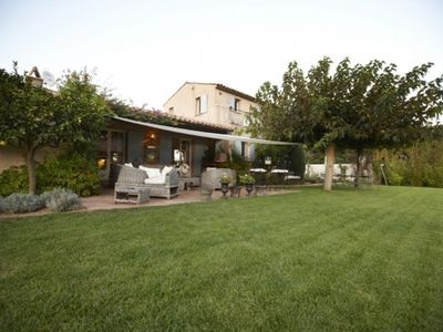 Photo for Charming povençal villa with  private pool in the vineyards and near the beach