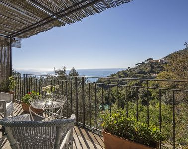 Photo for Villa Albarosa C: An elegant and welcoming apartment built on the sloping cliff in front of the sea, with Free WI-FI.