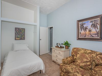 One Bedroom Cottage in Oceanside- Blocks to the beach and local attractions!