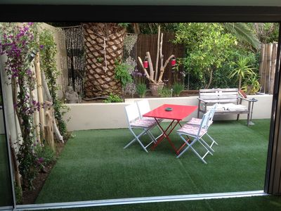 Photo for Duplex 50m2 2 bedrooms with garden and parking 300m from the Place des Lices