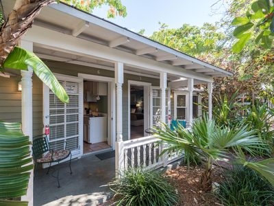 Cozy, dog-friendly suite w/ shared hot tubs, grill, and patio space to relax