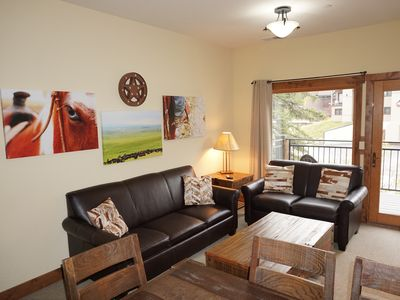 Photo for Spacious 4 bedroom with great ski access!